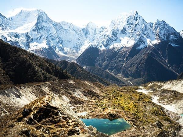 Vista desde el trekking de manaslu.