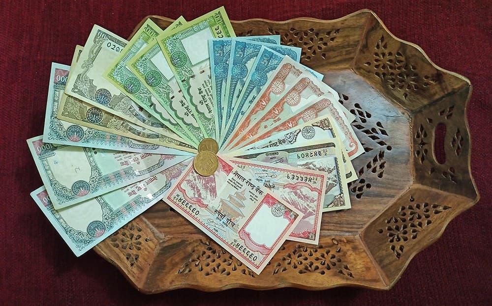 Dinero en Nepal
