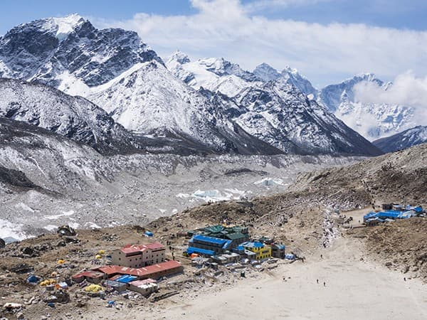 vista al pueblo gorakshep, everest