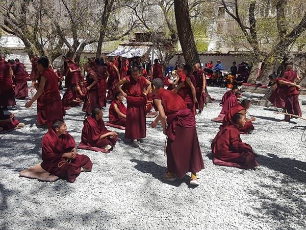 Viaje-al-Tibet,-monasterio-sera
