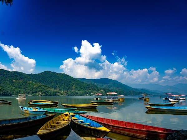 lago phewa pokhara, viaje cultural a nepal
