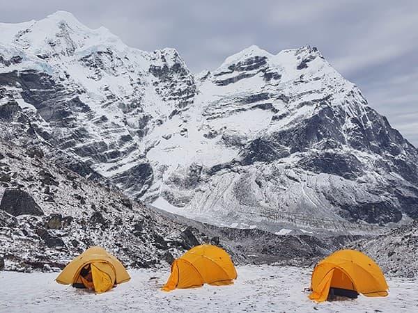 Tindeas de campaña para ascensión al Mera Peak