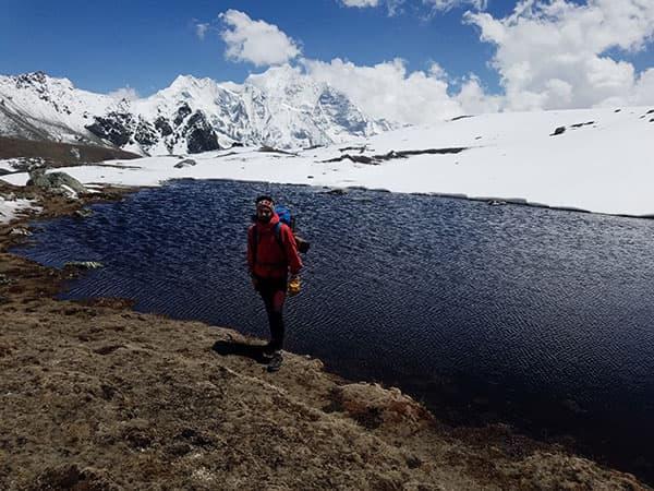 lago cerca del campo base de yala peak langtang