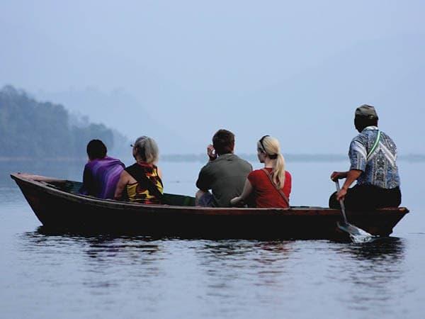 paseo por el lago de pokhara